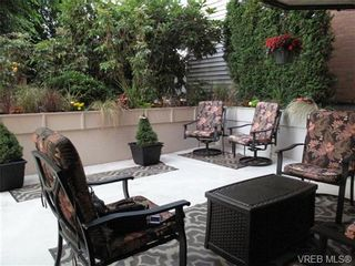 Photo 14: 111 1560 Hillside Ave in VICTORIA: Vi Oaklands Condo for sale (Victoria)  : MLS®# 682375