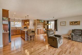 Photo 2: 131 Queensland Circle SE in Calgary: Queensland Detached for sale : MLS®# A1148253