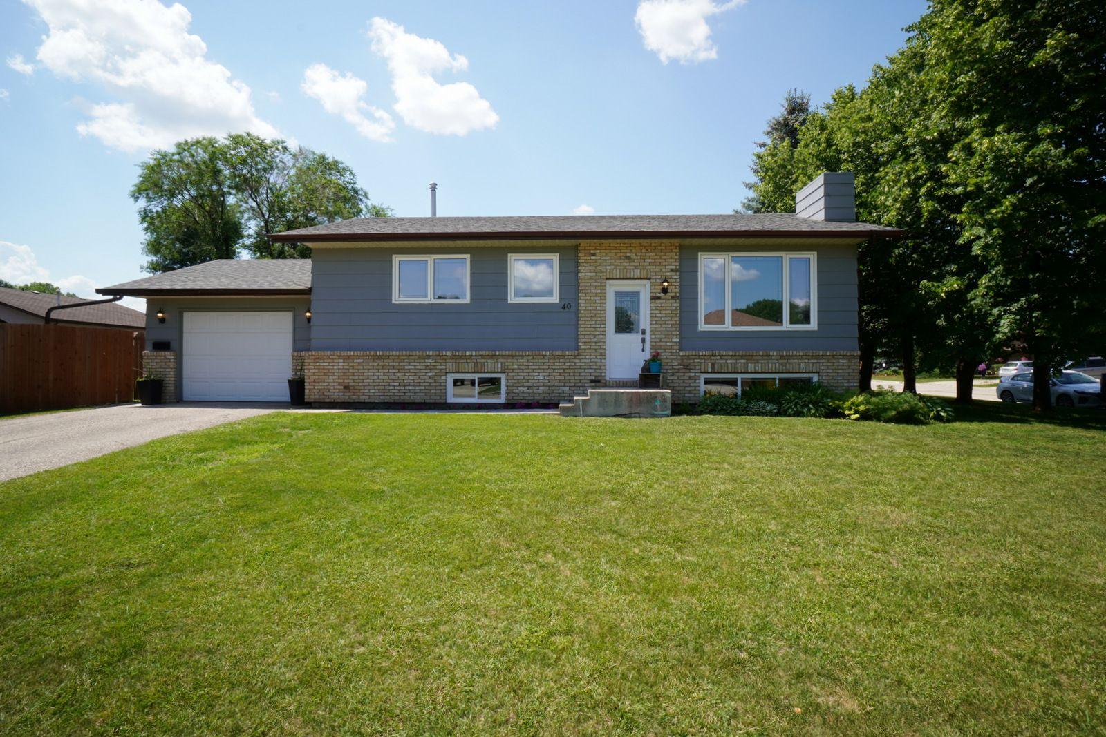 Main Photo: 40 Brown Bay in Portage la Prairie: House for sale : MLS®# 202116386