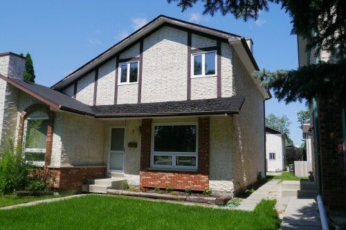 Main Photo: 5 Lake Fall Place in Winnipeg: Fort Garry / Whyte Ridge / St Norbert Single Family Attached for sale (South Winnipeg)