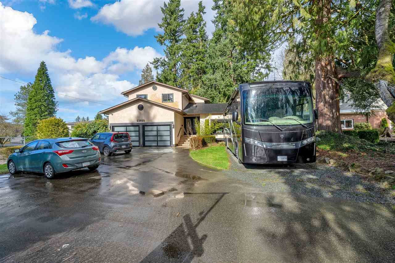 Main Photo: 33699 ROCKLAND Avenue in Abbotsford: Central Abbotsford House for sale : MLS®# R2553169