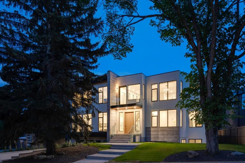 Main Photo: 711 Imperial Way SW in Calgary: Britannia Detached for sale : MLS®# A1140293