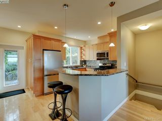 Photo 7: 848 Rainbow Cres in VICTORIA: SE High Quadra Row/Townhouse for sale (Saanich East)  : MLS®# 813418