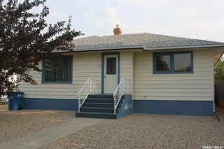 Photo 2: 118 3rd Avenue West in Gravelbourg: Residential for sale : MLS®# SK864838
