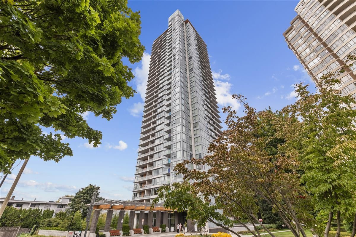 """Main Photo: 1908 5883 BARKER Avenue in Burnaby: Metrotown Condo for sale in """"Aldynne on the Park"""" (Burnaby South)  : MLS®# R2616050"""