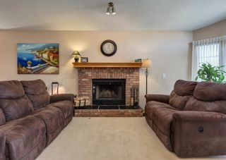 Photo 5: 152 Riverside Circle SE in Calgary: Riverbend Detached for sale : MLS®# A1154041