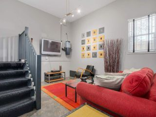 Photo 17: 600 E 14TH AVENUE in Vancouver: Mount Pleasant VE House for sale (Vancouver East)  : MLS®# R2074713