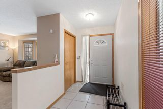 Photo 3: 19 Laguna Circle NE in Calgary: Monterey Park Detached for sale : MLS®# A1051148