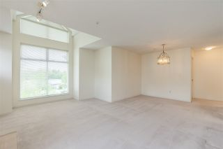 "Photo 4: 404 19131 FORD Road in Pitt Meadows: Central Meadows Condo for sale in ""WOODFORD MANOR"" : MLS®# R2372445"