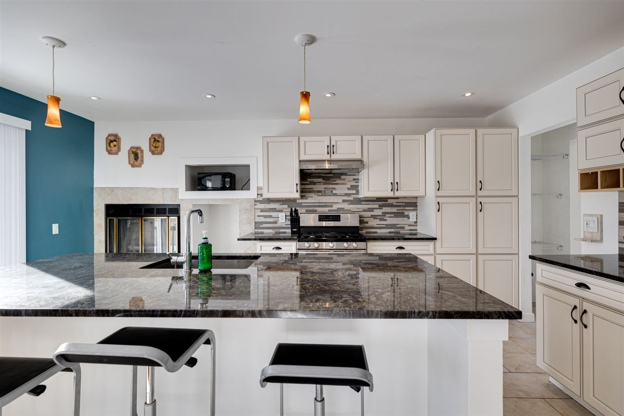 Main Photo: 3811 123 Avenue in Edmonton: Zone 23 House for sale : MLS®# E4229265