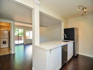 "Photo 2: 887 CUNNINGHAM Lane in Port Moody: North Shore Pt Moody Townhouse for sale in ""WOODSIDE VILLAGE"" : MLS®# V1021537"