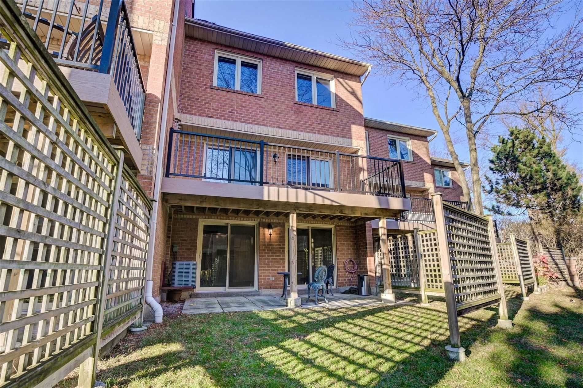 Main Photo: 39 Rodeo Pathway in Toronto: Birchcliffe-Cliffside Condo for lease (Toronto E06)  : MLS®# E4989492