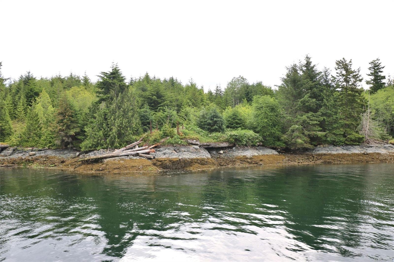 Main Photo: DL1833 Cracroft Island in : Isl Small Islands (North Island Area) Land for sale (Islands)  : MLS®# 887818