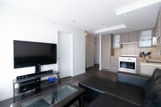 """Photo 2: 2901 5515 BOUNDARY Road in Vancouver: Collingwood VE Condo for sale in """"WALL CENTRE CENTRAL PARK"""" (Vancouver East)  : MLS®# R2293643"""