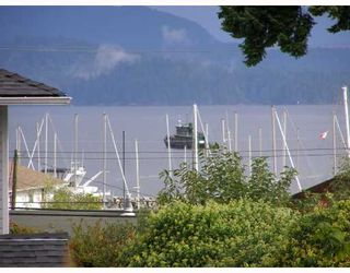 """Photo 1: 28 696 TRUEMAN Road in Gibsons: Gibsons & Area Townhouse for sale in """"MARINA PLACE"""" (Sunshine Coast)  : MLS®# V737202"""
