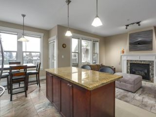"""Photo 8: 229 E QUEENS Road in North Vancouver: Upper Lonsdale Townhouse for sale in """"QUEENS COURT"""" : MLS®# R2362718"""