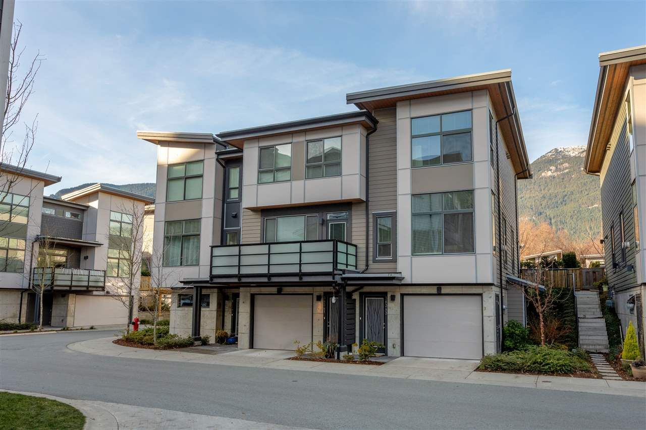"""Main Photo: 38343 SUMMIT'S VIEW Drive in Squamish: Downtown SQ Townhouse for sale in """"NATURE'S GATE EAGLEWIND"""" : MLS®# R2327010"""