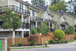 """Photo 3: 3 15399 GUILDFORD Drive in Surrey: Guildford Townhouse for sale in """"GUILDFORD GREEN"""" (North Surrey)  : MLS®# R2095624"""