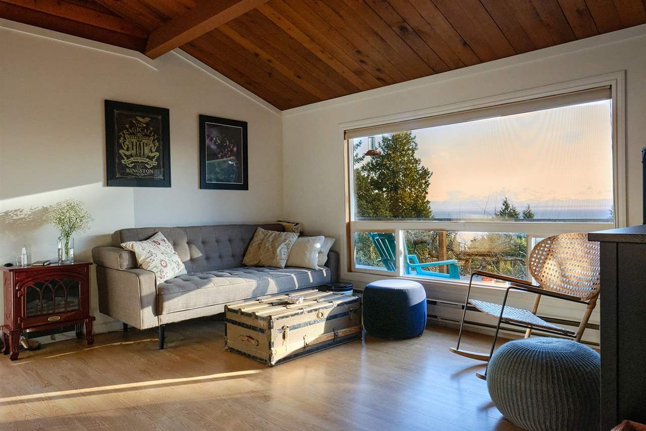 Main Photo: 1411 VELVET Road in Gibsons: Gibsons & Area House for sale (Sunshine Coast)  : MLS®# R2555687