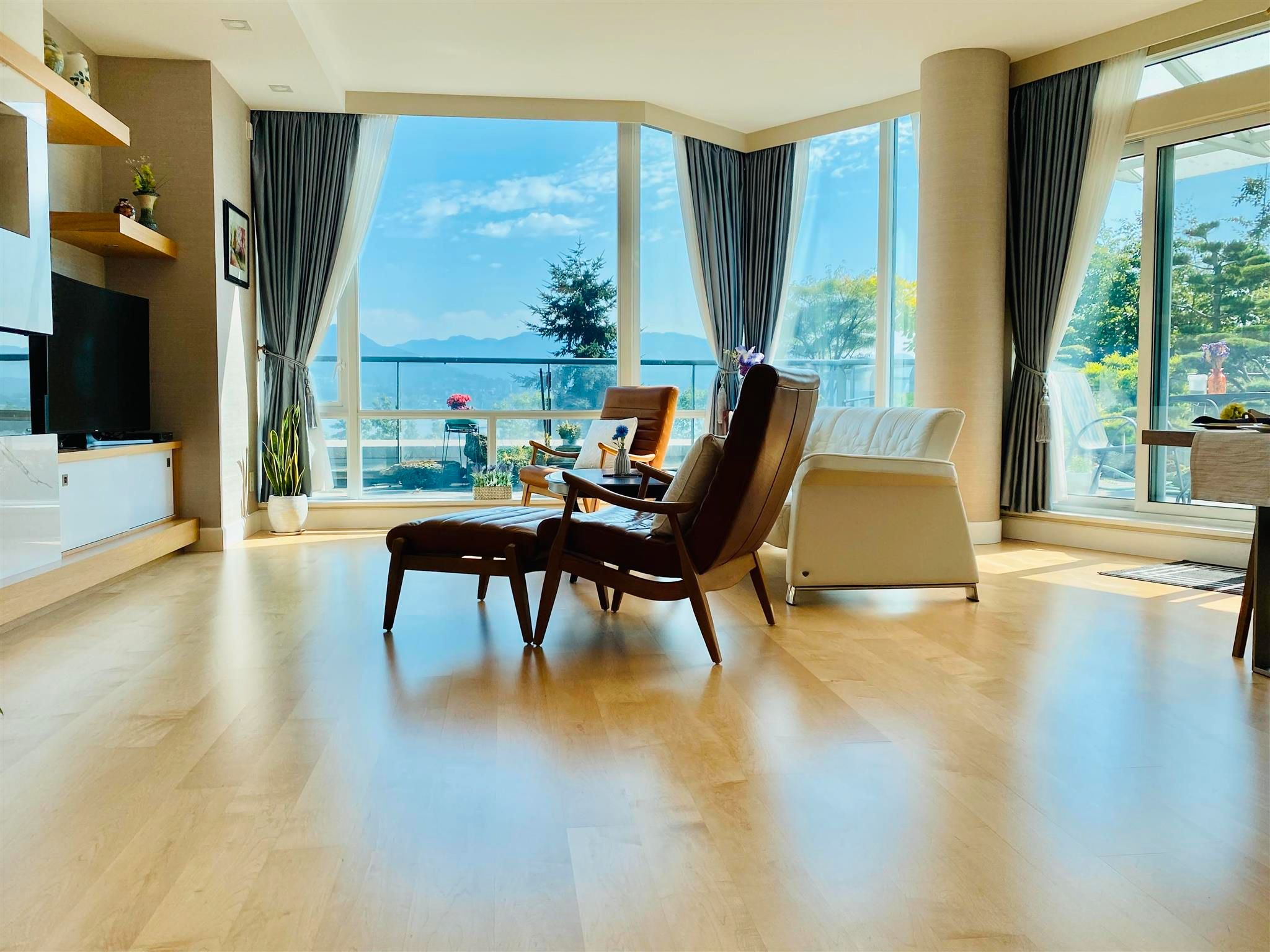 """Main Photo: 302 323 JERVIS Street in Vancouver: Coal Harbour Condo for sale in """"ESCALA"""" (Vancouver West)  : MLS®# R2602170"""