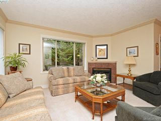 Photo 5: 2 127 Aldersmith Pl in VICTORIA: VR Glentana Row/Townhouse for sale (View Royal)  : MLS®# 779387