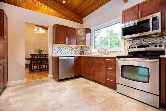 Photo 7: Photos: 94 Woodlawn Avenue in Winnipeg: Residential for sale (2C)  : MLS®# 1925418