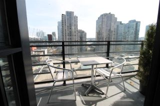 """Photo 8: 1303 909 MAINLAND Street in Vancouver: Yaletown Condo for sale in """"YALETOWN PARK 2"""" (Vancouver West)  : MLS®# R2561164"""