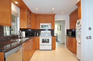 """Photo 6: 5808 MAYVIEW Circle in Burnaby: Burnaby Lake Townhouse for sale in """"ONE ARBOUR LANE"""" (Burnaby South)  : MLS®# R2193982"""