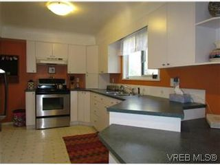 Photo 5: 2205 Victor Street in VICTORIA: Vi Fernwood Residential for sale (Victoria)  : MLS®# 300654