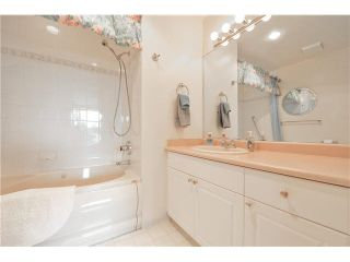 """Photo 19: 303 1705 MARTIN Drive in Surrey: Sunnyside Park Surrey Condo for sale in """"SOUTHWYND"""" (South Surrey White Rock)  : MLS®# F1420126"""