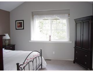 """Photo 4: 17 3300 PLATEAU Boulevard in Coquitlam: Westwood Plateau Townhouse for sale in """"BOULEVARD GREEN"""" : MLS®# V653196"""
