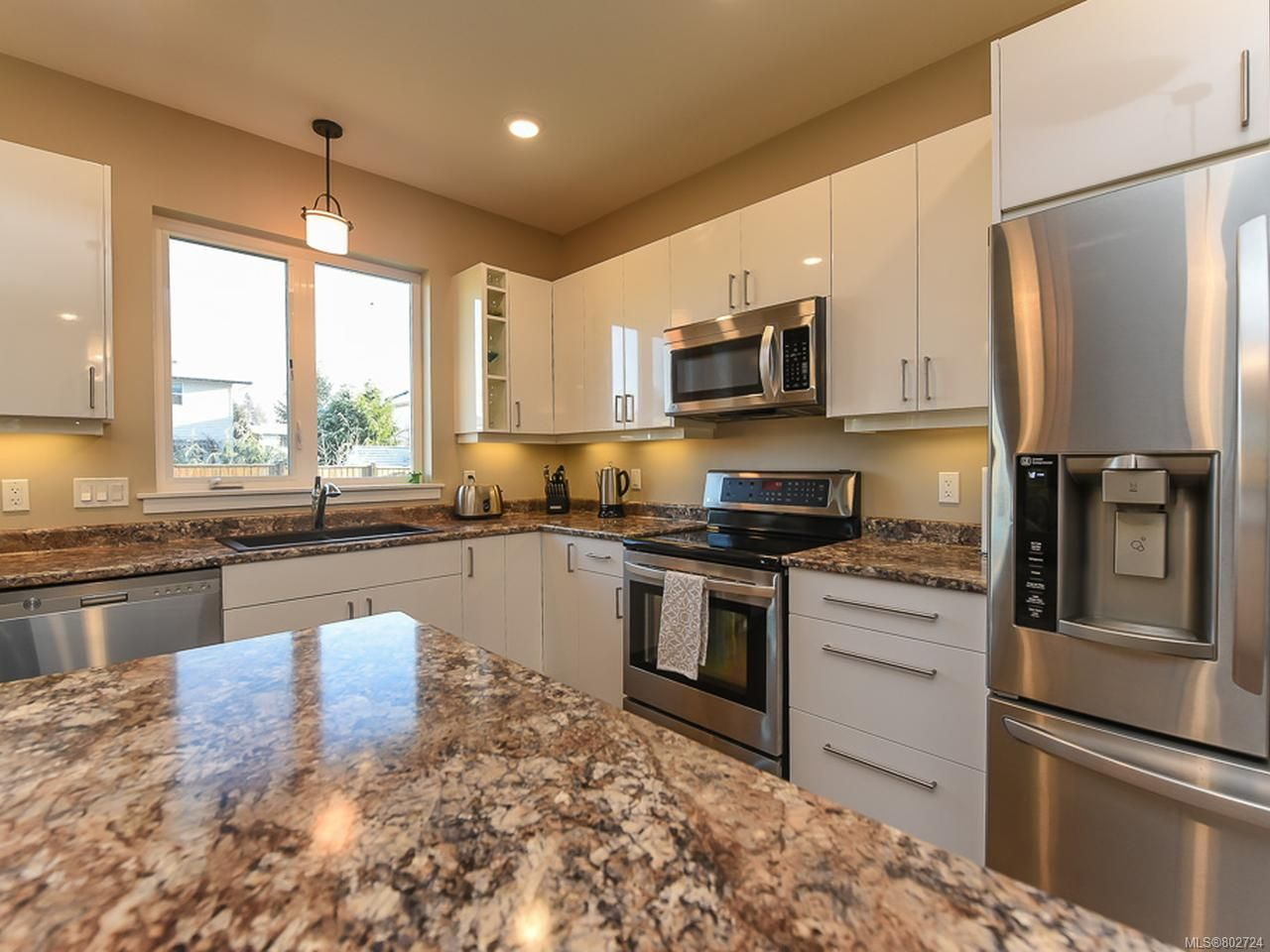 Photo 7: Photos: 106 2883 Muir Rd in COURTENAY: CV Courtenay East House for sale (Comox Valley)  : MLS®# 802724