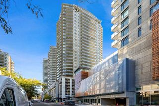 """Photo 1: 1801 898 CARNARVON Street in New Westminster: Downtown NW Condo for sale in """"AZURE"""" : MLS®# R2525774"""