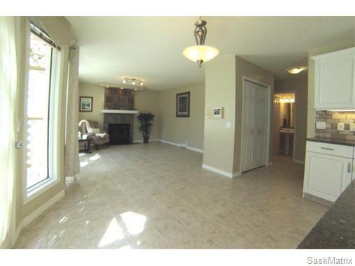 Photo 9: Photos: 606 Forsyth Crescent in Saskatoon: Erindale Single Family Dwelling for sale (Saskatoon Area 01)  : MLS®# 568828
