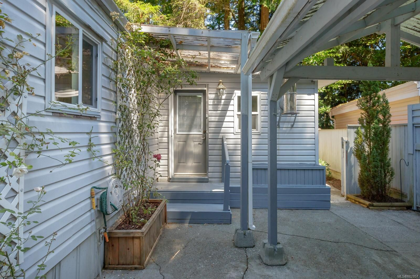 Main Photo: 122 2500 Florence Lake Rd in Langford: La Florence Lake Manufactured Home for sale : MLS®# 882957