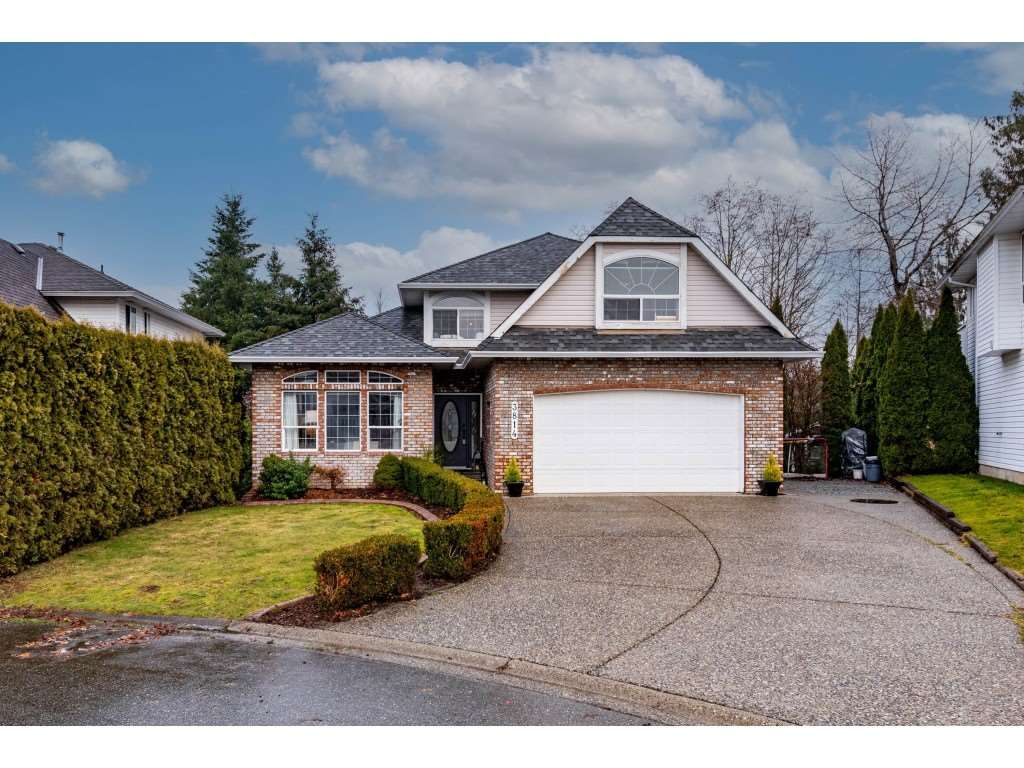 Main Photo: 3814 THORNTON Place in Abbotsford: Abbotsford East House for sale : MLS®# R2532758