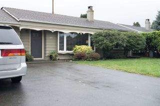 """Photo 2: 1207 SILVERWOOD Crescent in North Vancouver: Norgate House for sale in """"Norgate"""" : MLS®# R2126161"""