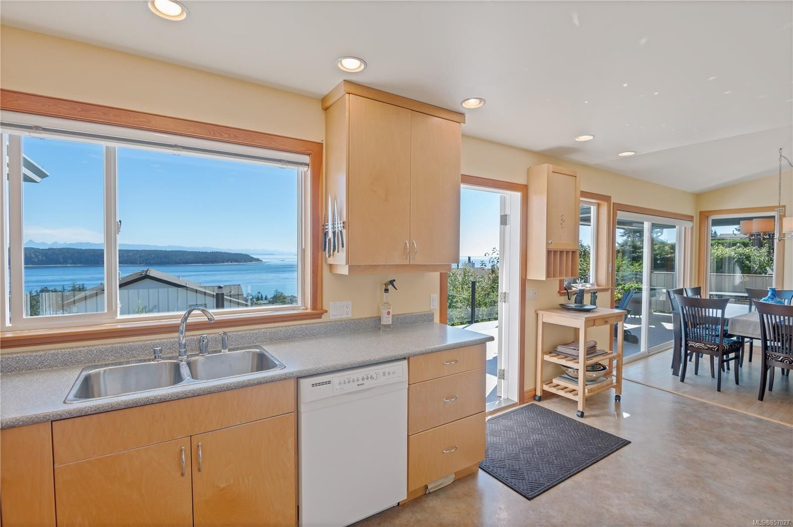 Photo 8: Photos: 253 S Alder St in : CR Campbell River South House for sale (Campbell River)  : MLS®# 857027