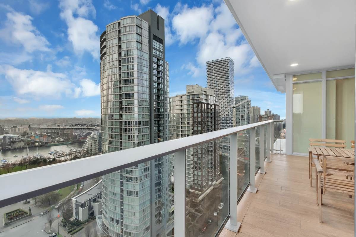 """Photo 5: Photos: 2001 499 PACIFIC Street in Vancouver: Yaletown Condo for sale in """"The Charleson"""" (Vancouver West)  : MLS®# R2456013"""