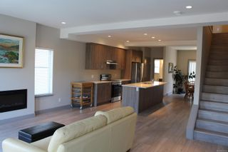 Photo 3: 118 687 Strandlund Ave in : La Langford Proper Row/Townhouse for sale (Langford)  : MLS®# 881826