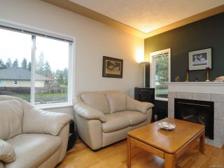 Photo 3: 201 2727 1st St in COURTENAY: CV Courtenay City Row/Townhouse for sale (Comox Valley)  : MLS®# 716740