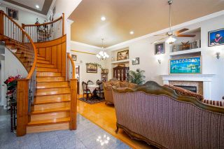 Photo 2: 27973 TRESTLE Avenue in Abbotsford: Aberdeen House for sale : MLS®# R2604493