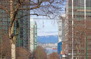 """Photo 2: 2106 1331 W GEORGIA Street in Vancouver: Coal Harbour Condo for sale in """"THE POINTE"""" (Vancouver West)  : MLS®# R2555682"""