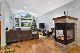 Photo 4: 762 Hanbury Pl in VICTORIA: Hi Bear Mountain House for sale (Highlands)  : MLS®# 830526