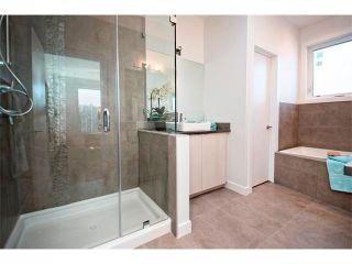 Photo 15: 2 4727 17 Avenue NW in Calgary: Montgomery House for sale : MLS®# C4006716