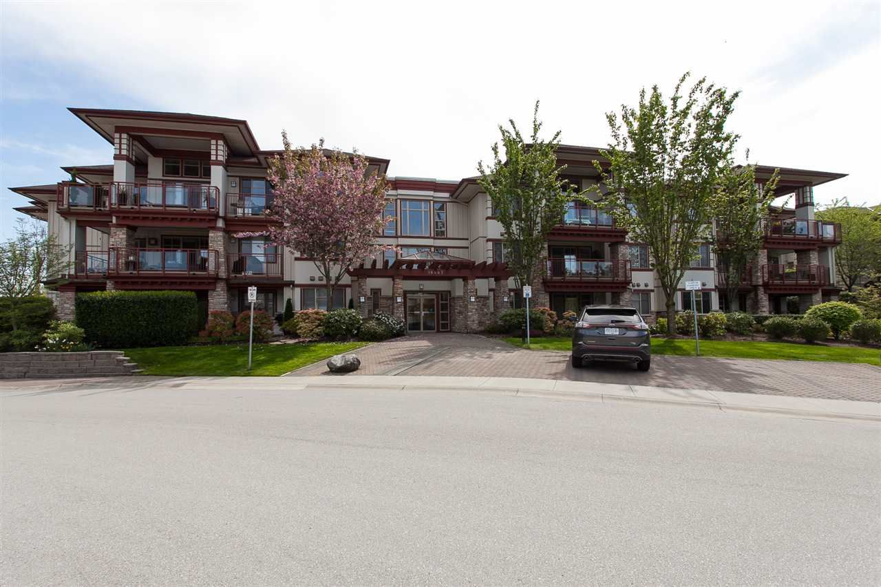 "Main Photo: 105 16447 64 Avenue in Surrey: Cloverdale BC Condo for sale in ""St. Andrew's"" (Cloverdale)  : MLS®# R2264065"