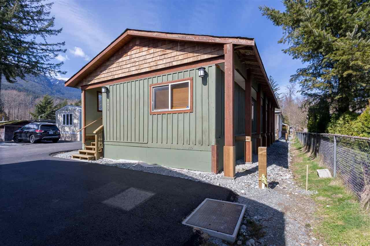 "Main Photo: 113 40157 GOVERNMENT Road in Squamish: Garibaldi Estates Manufactured Home for sale in ""SPIRAL TRAILER PARK"" : MLS®# R2381430"