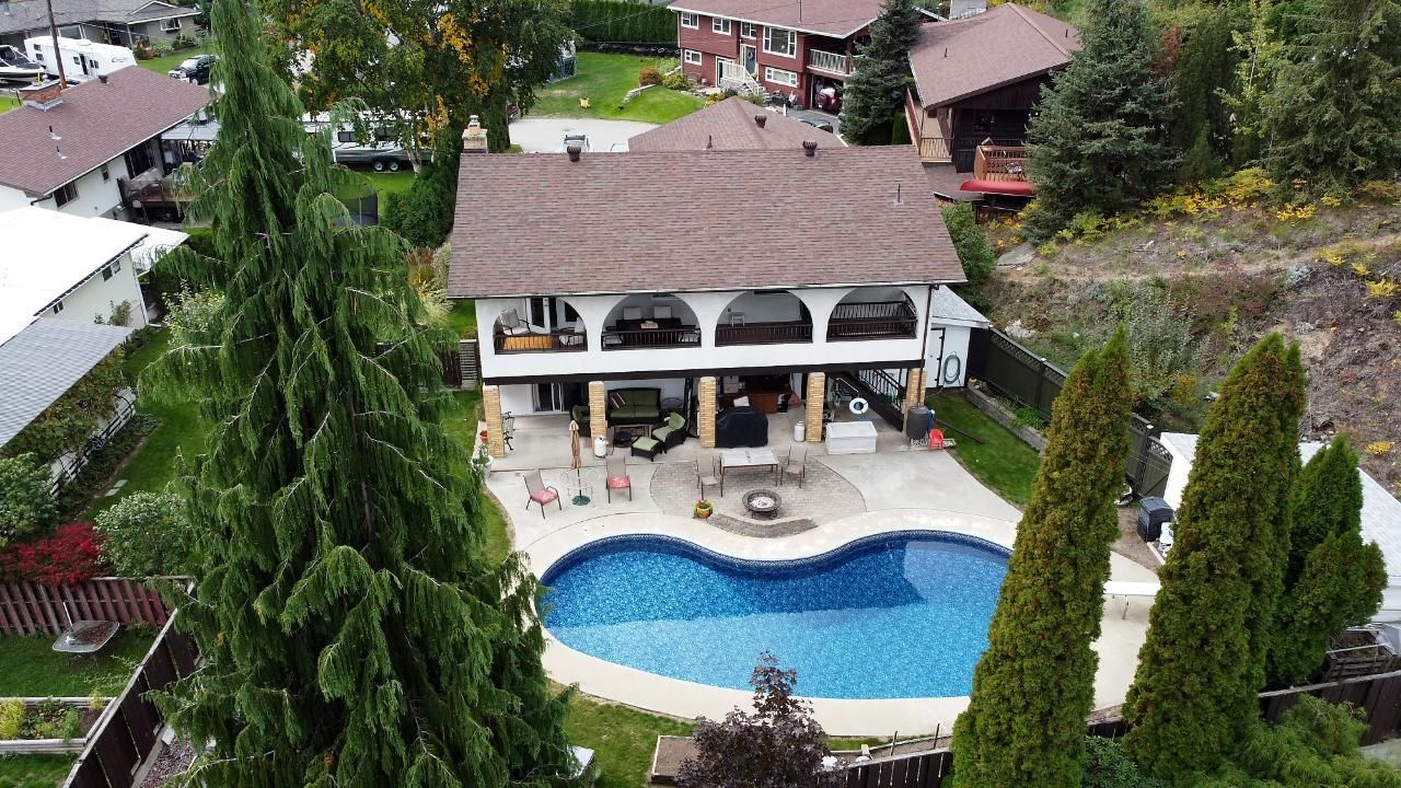 Main Photo: 641 MONTCALM ROAD in Warfield: House for sale : MLS®# 2461312