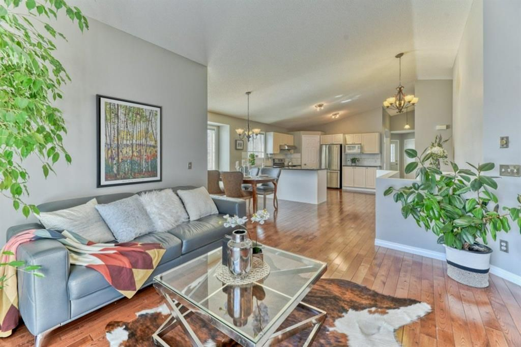 Photo 2: Photos: 245 Citadel Crest Park NW in Calgary: Citadel Detached for sale : MLS®# A1088595