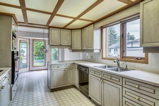 Photo 8: 52 WOODMEADOW Close SW in Calgary: Woodlands Semi Detached for sale : MLS®# C4259772